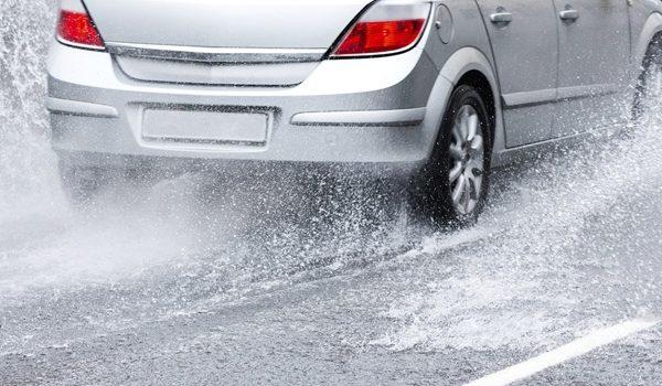 10 consejos para conducir con fuerte lluvia