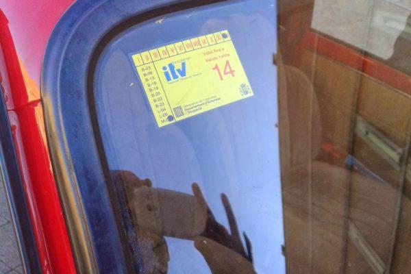 Mi coche está aparcado sin seguro e ITV y me multan