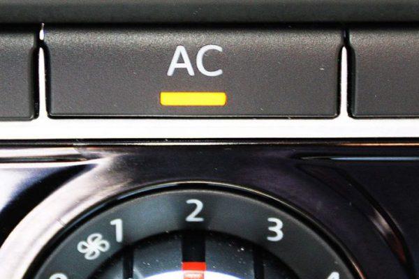Cinco trucos para ahorrar combustible usando el aire acondicionado