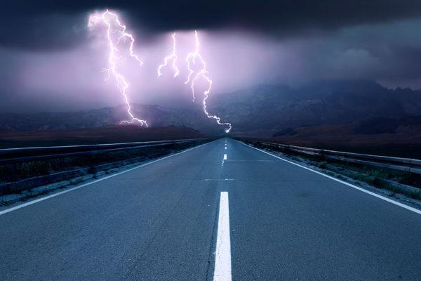 Consejos para conducir seguros en medio de una tormenta